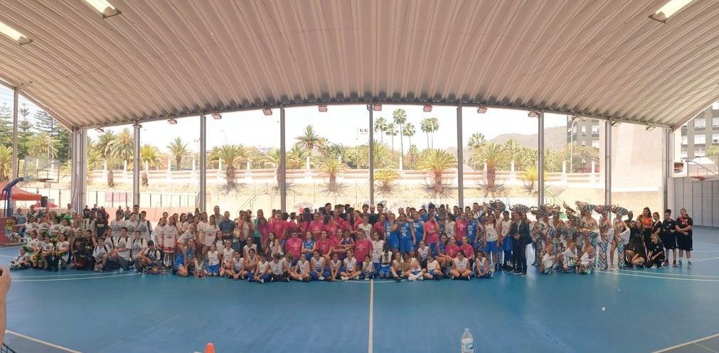 Récord de participación: más de quinientos jugadores disfrutan de las 'Ocho Horas de Baloncesto' en El Chapatal